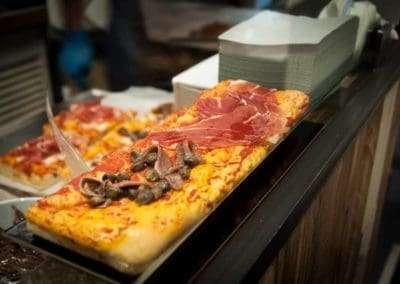 Degustazione di pizza a lievitazione naturale